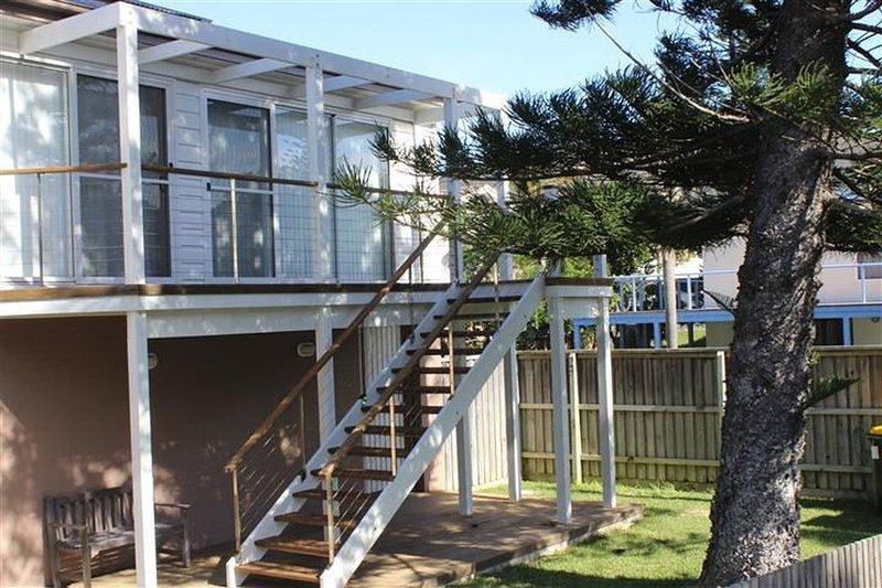 BEACH - BAY -  BEE - PET FRIENDLY     2/6 Banksia Street Blueys Beach - Image 1 - Blueys Beach - rentals