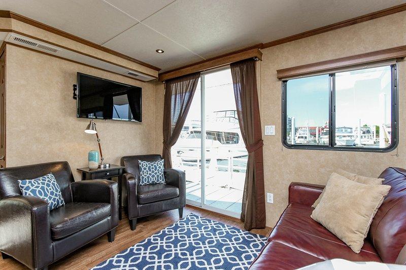 Beautiful, Spacious Houseboat in Downtown Baltimore - Image 1 - Baltimore - rentals