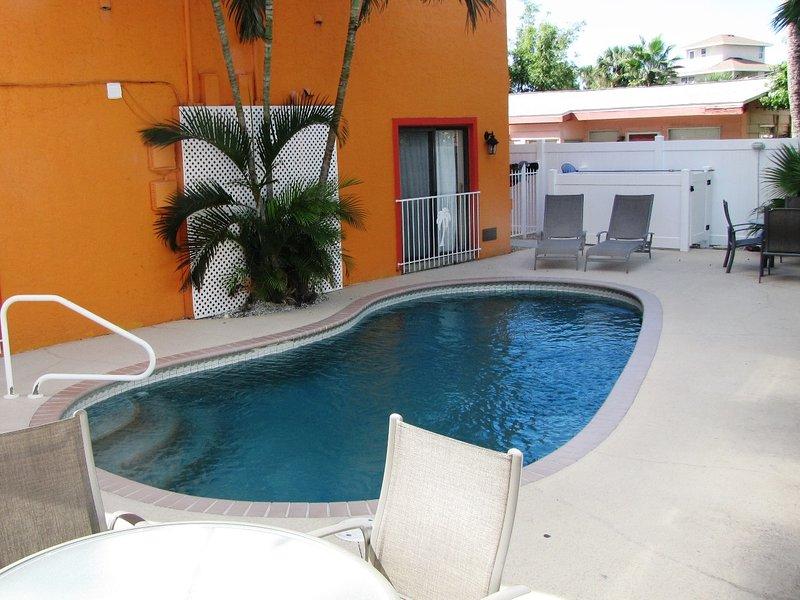 Seaside Villas garden apartment - located in Siesta Key Village a short walk from Crescent Beach on Siesta Key Florida - Seaside Villas Seaside Villas Unit 1BR 5241 - Siesta Key - rentals