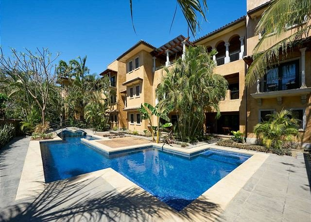 Luxurious penthouse- kitchen, cable, gas grill, a/c, private terrace w/Jacuzz - Image 1 - Tamarindo - rentals