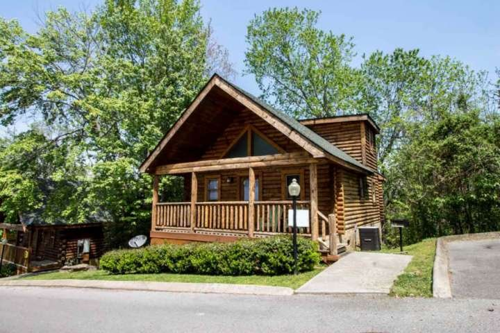 Welcome to Nana Bear! A cozy two bedroom cabin in the heart of Pigeon Forge! - Nana Bear ~ 2BR/2BA Great Location! Cozy Log Cabin - - Pigeon Forge - rentals