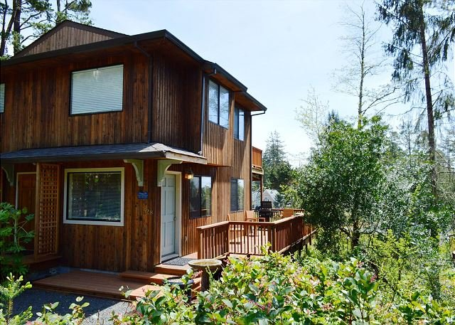 Entrance into Little Apple Cottage.  South facing ocean view deck with a patio table for 4 and a new Gas BBQ - LITTLE APPLE COTTAGE~MCA# 1207~Great location close to town and distant views - Manzanita - rentals