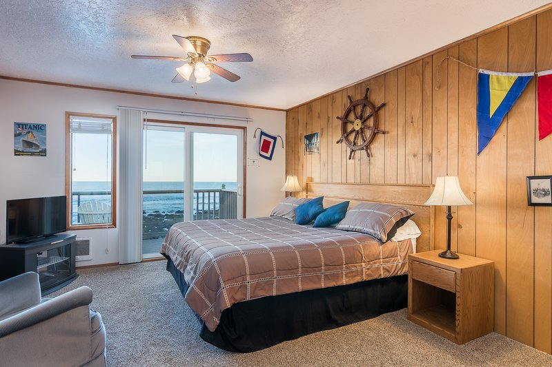 Quarterdeck- Studio,Fireplace, Beachfront, Kitchen - Image 1 - Lincoln City - rentals