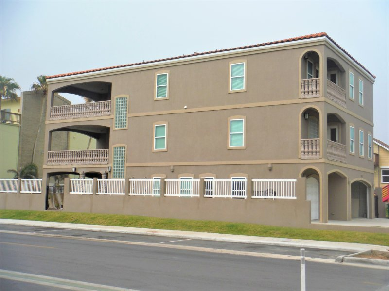 WOW! 8 bedroom and 10 bathroom in a single residence villa with BEACHVIEW! - SALE 20% OFF, AMAZING 8 BDRM/10BA BEACHVIEW,HEATED POOL /JACUZZI/ BILLIARD TABLE - South Padre Island - rentals