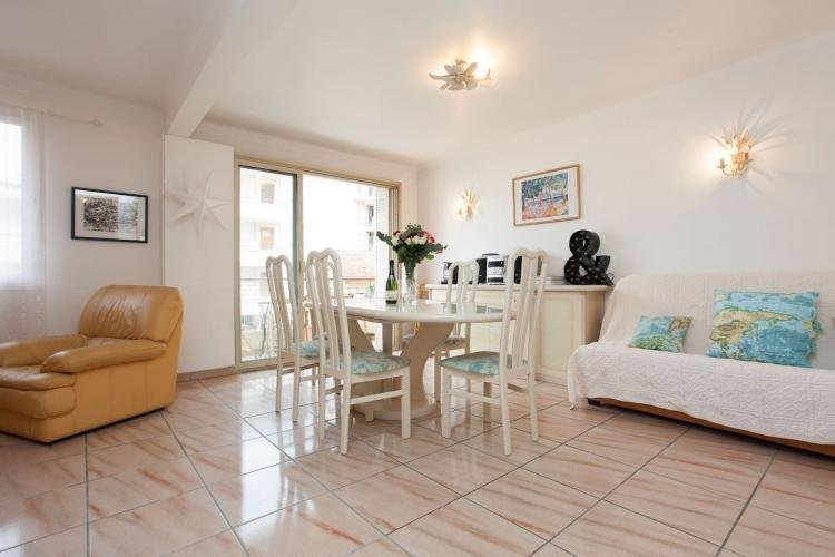 Bougainvillees 2 Bedroom Rental, Located Between the Croisette and Rue d'Antibes - Image 1 - Cannes - rentals