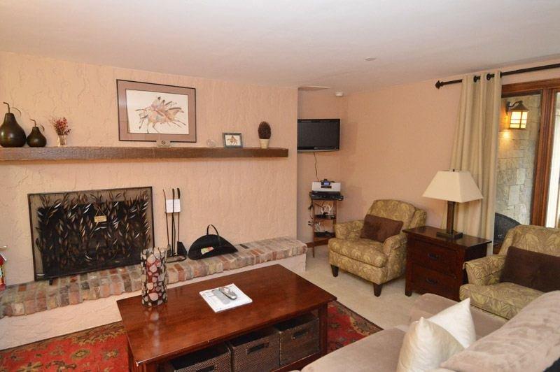 living-2.jpg - Little Nell Condominiums Unit 3 - Aspen - rentals
