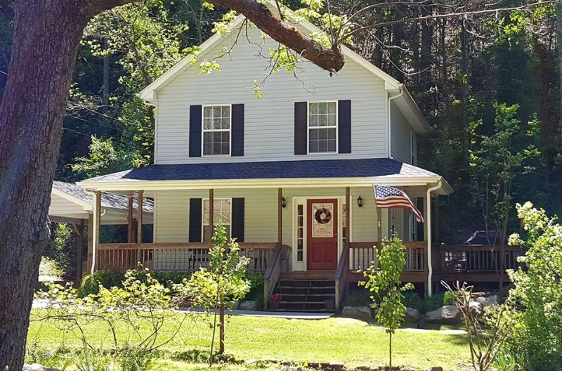 AMERICAN PATRIOT HAVEN on the Creek.. - Image 1 - Gatlinburg - rentals