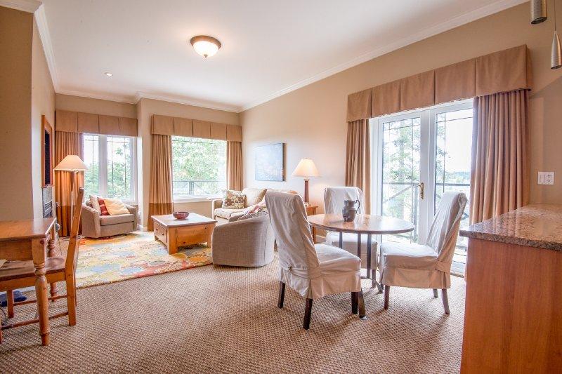 Idyllic Ocean & Heritage Garden Views in your own Luxury Suite - Image 1 - Sidney - rentals
