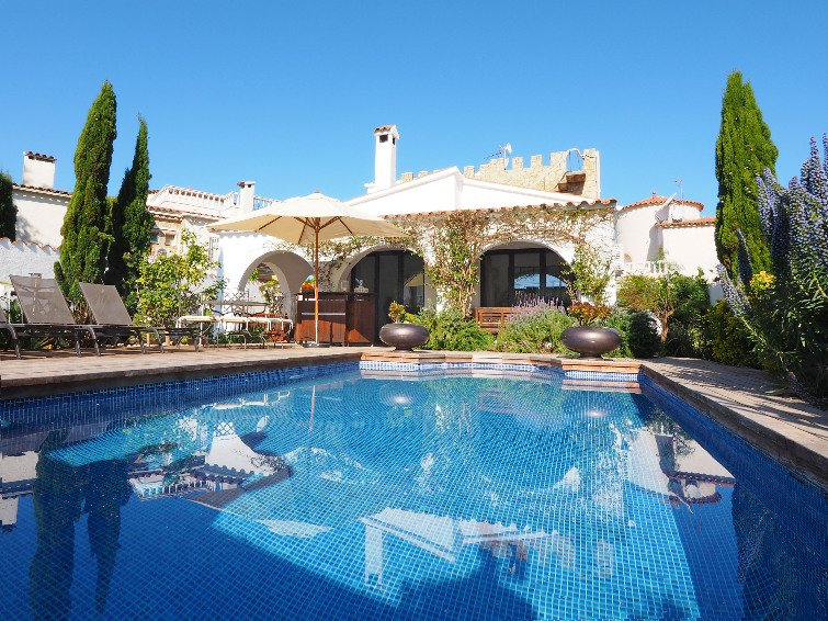 3 bedroom Villa in Empuriabrava, Costa Brava, Spain : ref 2010332 - Image 1 - Empuriabrava - rentals