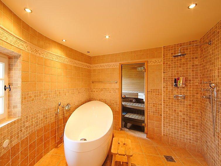 4 bedroom Villa in Mandelieu, Cote d'Azur, France : ref 2008320 - Image 1 - Mandelieu La Napoule - rentals