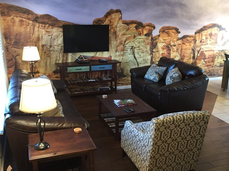 Kanab Townhome by Zion, Bryce, and Grand Canyon - Image 1 - Kanab - rentals