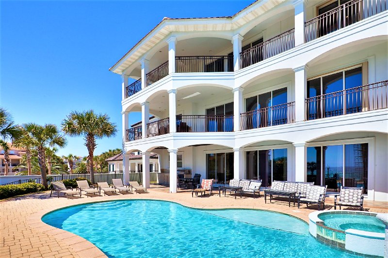 Welcome to Over The Top. Newly Renovated with Private Pool and Summer Kitchen - NEWLY RENOVATED Over the Top! GULF VIEWS! Pool/Hot Tub, Near Beach! - Destin - rentals