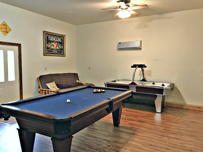 Game room with pool table and professional air hockey - Has it All, Hot Tub, Pool Tbl/Air Hockey, Lrg Flt Scr Tvs - Lake Harmony - rentals