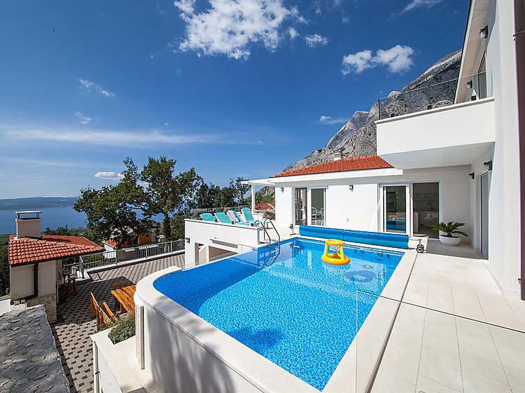 5 bedroom Villa in Baska Voda, Central Dalmatia, Croatia : ref 2285295 - Image 1 - Basko Polje - rentals