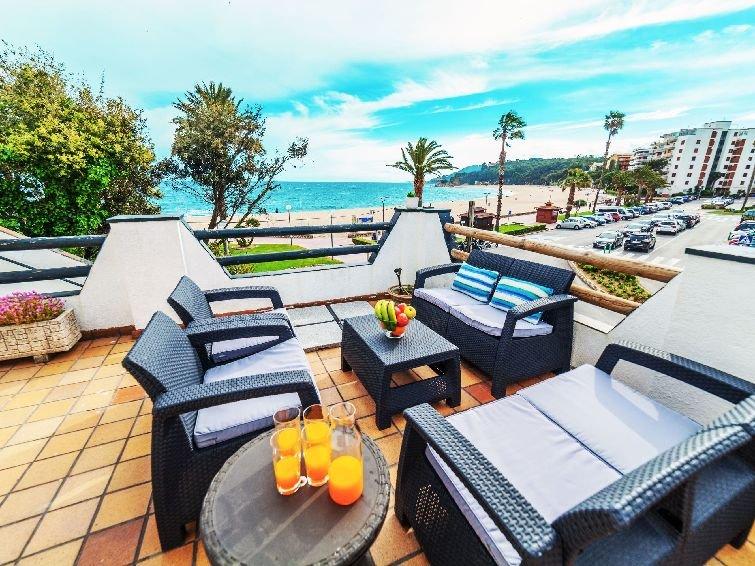 4 bedroom Villa in Lloret de Mar, Costa Brava, Spain : ref 2283973 - Image 1 - Lloret de Mar - rentals