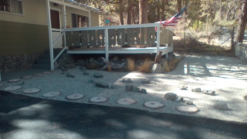 small but cozy. One mile to town. large deck with table and chairs. - Owls Retreat - Wrightwood - rentals