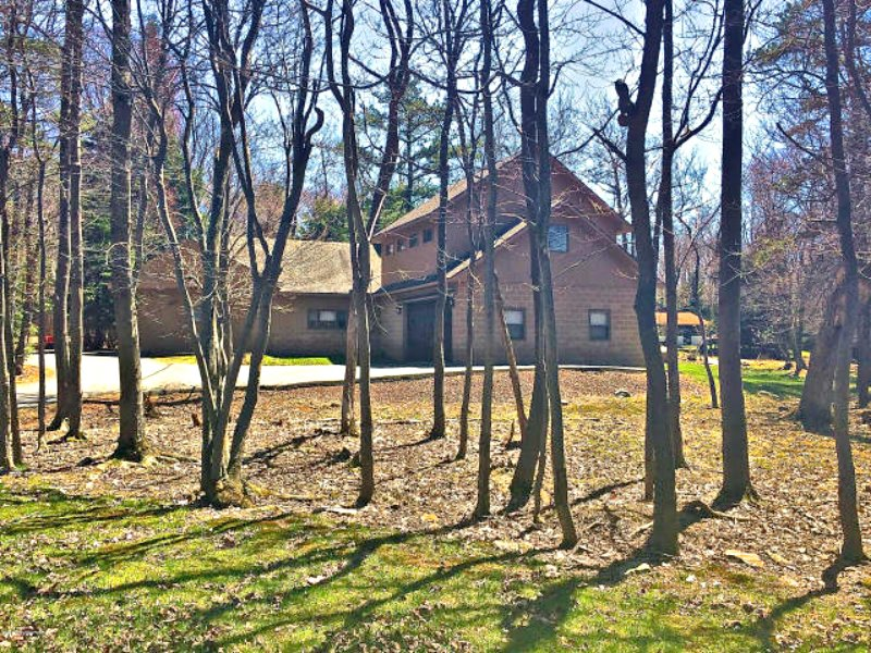 Front  of house on one acre - New Listing! Amazing House! Hot Tub ,Pool Table - Lake Harmony - rentals