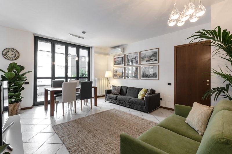 Living Room - Comfortable & Spacious Home in Como - Free Parking - Como - rentals