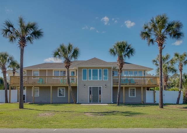 Newly Renovated in 2017!!  2nd Row, Beach House w/6 Bedrooms, Sleeps 18 - Image 1 - North Myrtle Beach - rentals