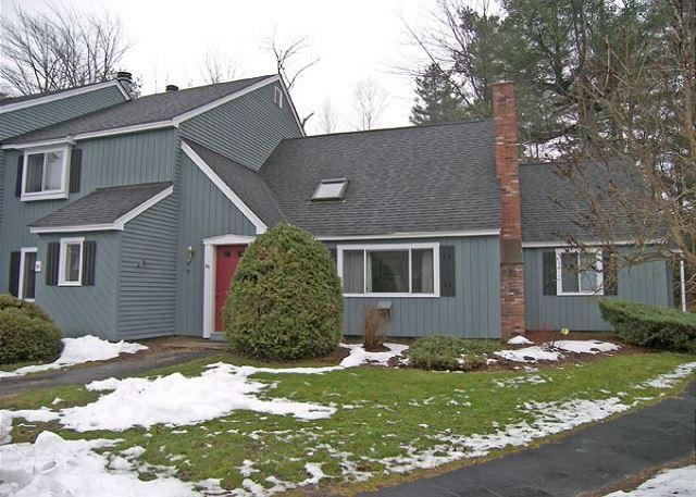 Exterior of Townhouse - A0056- Managed by Loon Reservation Service - NH Meals & Rooms Lic# 056365 - North Woodstock - rentals