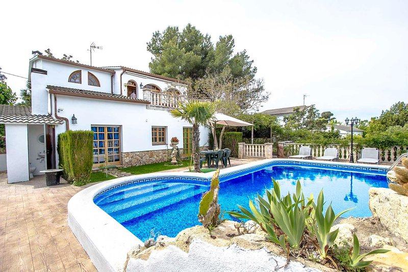 Lovely villa in Castellet for 9 guests, only 8 minutes to the beach - Image 1 - Castellet i la Gornal - rentals
