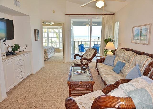 Enjoy a tropical view from this pleasant 2nd floor deluxe villa - Image 1 - Placida - rentals