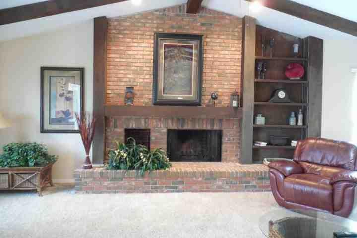 Huge Family Room Fireplace with sliding glass doors to pool area - Fantastic Spacious Fort Myers Retreat - Fort Myers - rentals