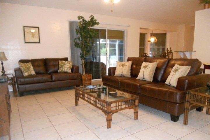 Beautiful Leather couch and Love seat in Living Area - Perfect Home for Relaxing By the Pool - Cape Coral - rentals