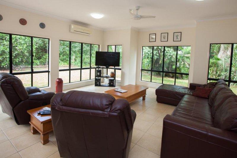 Sundowner- Living Area - Sundowner - Mission Beach - rentals