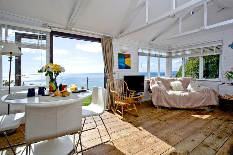 Laburnham located in Whitsand Bay, Cornwall - Image 1 - Cawsand - rentals