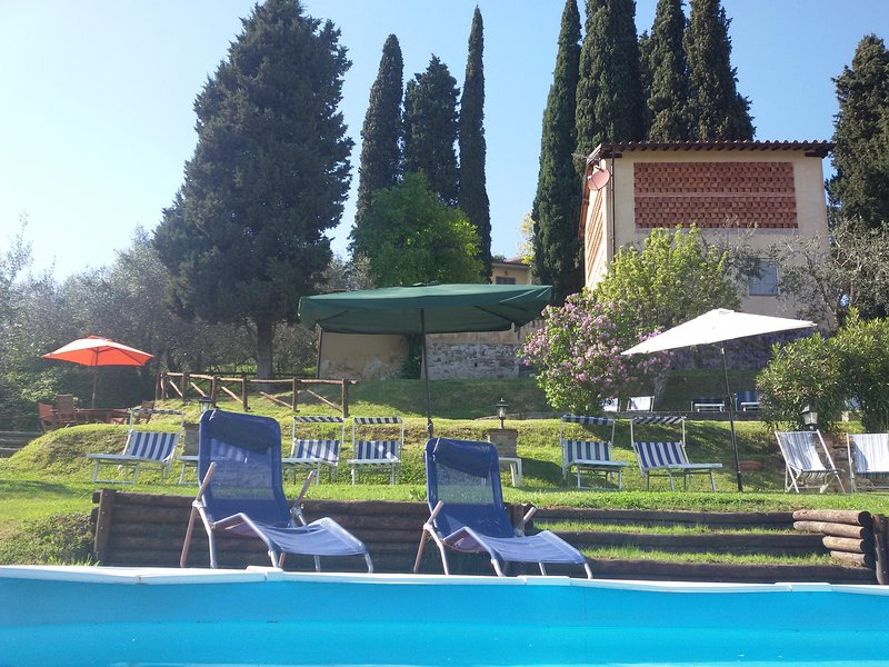 View from the pool of the gardern nd Fiordaliso house - FIORDALISO LUCCA garden Pool & Stunning views WIFI - Lucca - rentals
