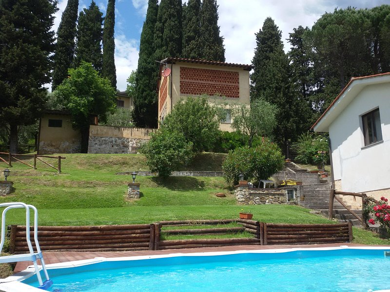 Ciclamino house - The garden and pool - CICLAMINO house, LUCCA, TUSCANY : garden, Pool & Stunning views, WIFI area - Lucca - rentals