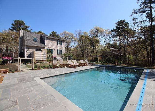 Beautiful Cape with Pool and Air Conditioning Close to Town - Image 1 - Edgartown - rentals