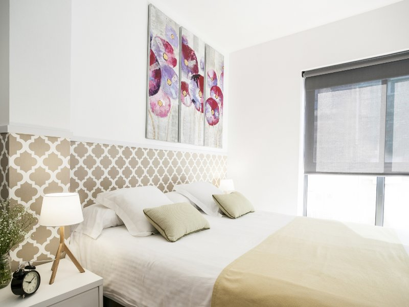 Mozart two bedroom with courtyard apartment - Image 1 - Barcelona - rentals