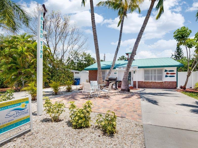 1/28: Front Exterior - Adorable Pet Friendly 2 BR Updated Island Cottage with screened lanai and brand - Fort Myers Beach - rentals