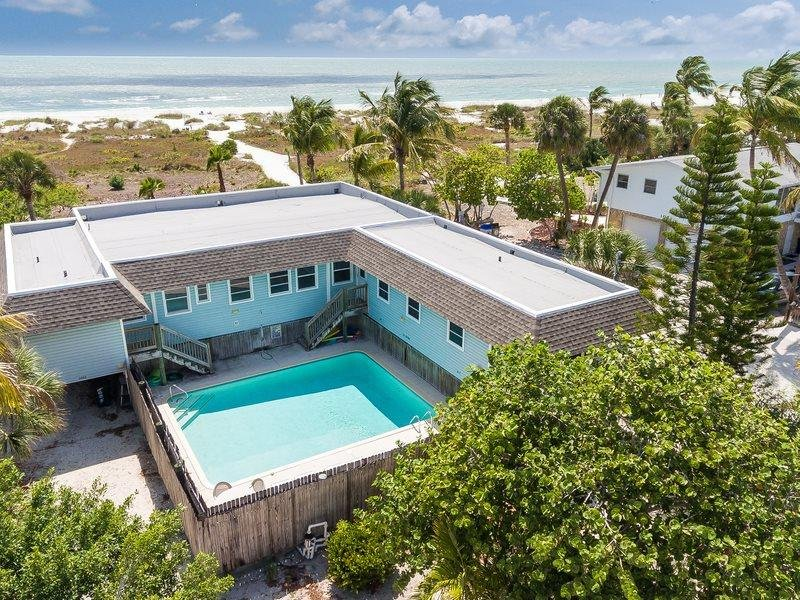1/32: Pool - Nicely decorated Duplex with a spectacular view of the Gulf of Mexico - Fort Myers Beach - rentals
