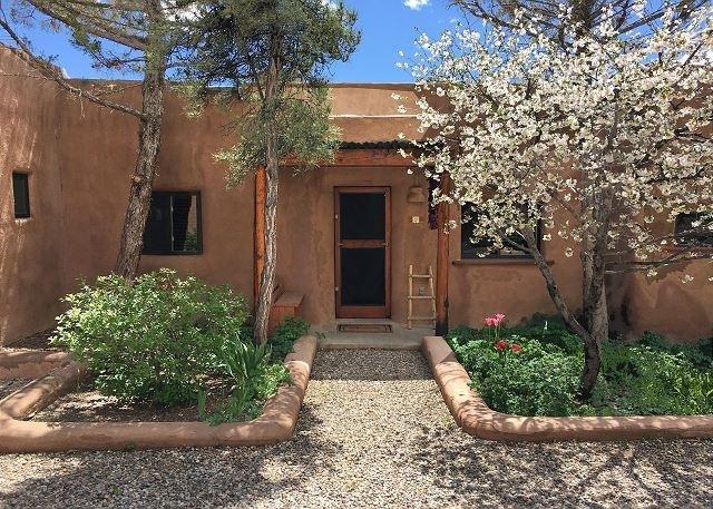 La Casita  Upscale Southwest Charm Walk to Plaza - Image 1 - Taos - rentals