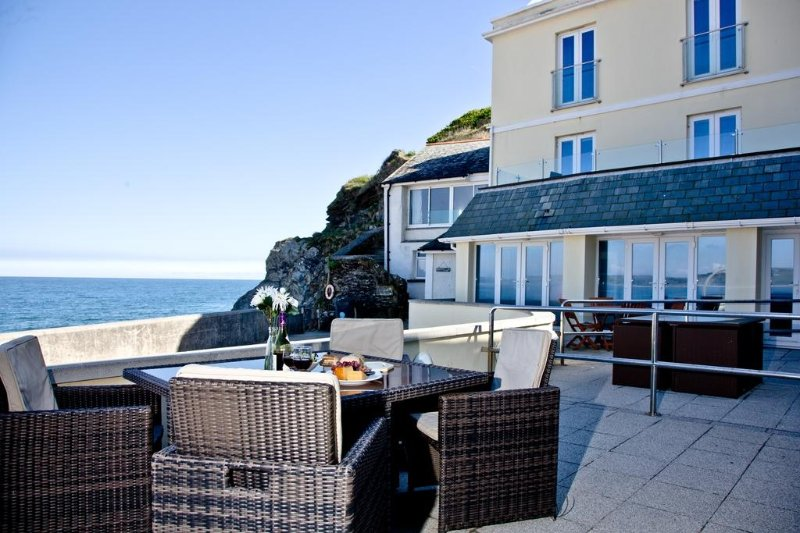 3 At the Beach located in Torcross, Devon - Image 1 - Salcombe - rentals