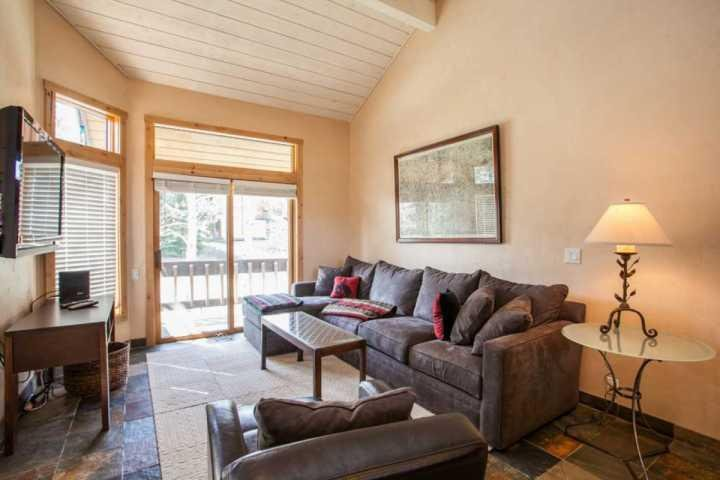 The living room is spacious and comfortable and features a gas fireplace and access to the deck. - Ridgepoint Townhome, Hot Tub, Seasonal Pool & Tennis Courts, Beaver Creek - Avon - rentals