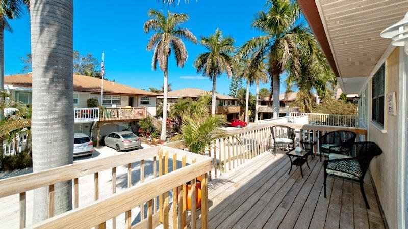 Welcome to Jo-Joes Beach Place! - Jo-Joes Beach Place - Holmes Beach - rentals
