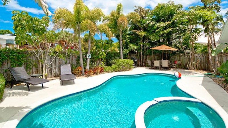 Shared Saltwater Pool - Cabin 2 Spinnakers Cottages: Perfect for a Couple - Holmes Beach - rentals