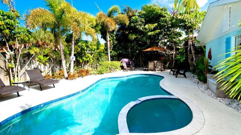 Shared Saltwater Pool - Cabin 1 Spinnakers Cottages: Perfect for a Couple - Holmes Beach - rentals