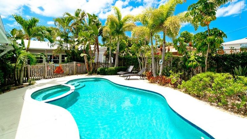 Shared Saltwater Pool - Crows Nest Spinnakers Cottages: 1BR Unique Rental - Holmes Beach - rentals