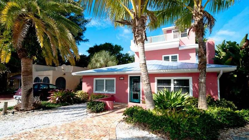 Welcome to Cook's Cove! - Cook's Cove: 2BR Elderly-Friendly Steps From Beach - Anna Maria - rentals
