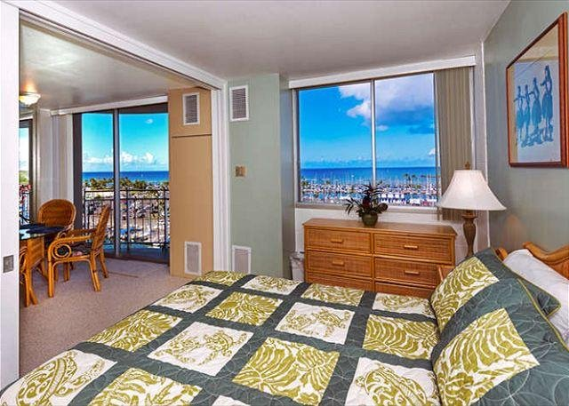 Imagine Waking Up to this Ocean View Each Morning! - Panoramic Ocean View Ilikai Marina 1BR Condo with Full Kitchen - Honolulu - rentals