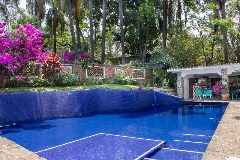 Pool area /Área de la alberca - Vintage Villa Amecameca w/ Pool, Tropical Gardens - Cuernavaca - rentals