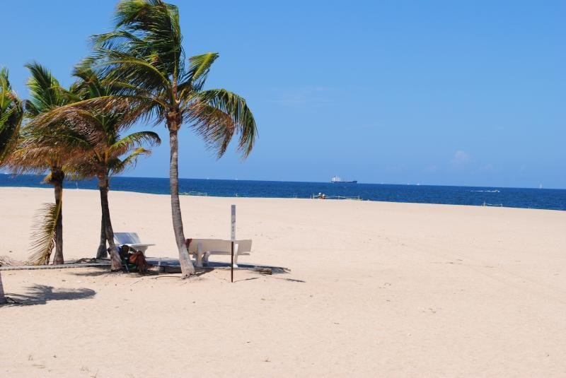 Bayside Bungalow: On Waterway with Dock. - Image 1 - Pompano Beach - rentals