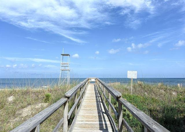 Sea La Vie Beach Access - Sea La Vie -  Ocean view cottage in Kure Beach-large decks & easy beach access - Kure Beach - rentals