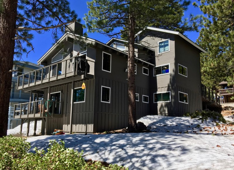 3 levels! Private Hot Tub is on the lower deck around the corner. Back of house. - Lake Tahoe Views! Pool table, Hot tub, WIFI, HDTVs - Incline Village - rentals