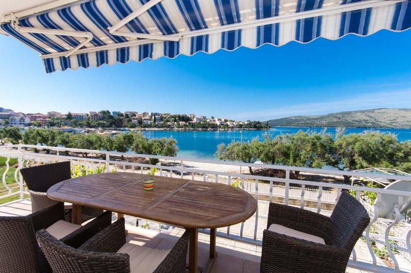 NEW BEACH 4 STAR LUXURY APARTMENT 3 BEDROOMS 3 BATHROOMS, FREE BOAT BERTH - Image 1 - Split - rentals